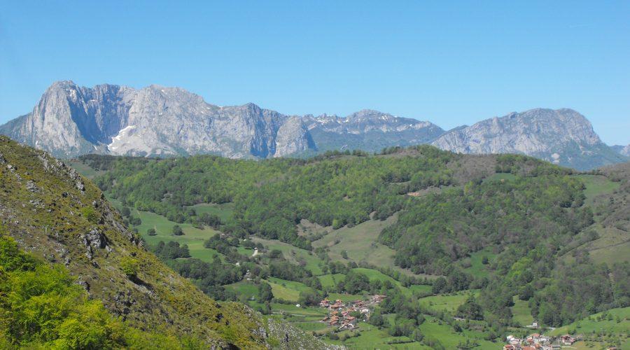 Ruta de Senderismo en el Parque Natural de Ponga, Asturias,¡recórrela en compañía de los guías de Senderos de Asturias!